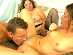 Lusty blonde Kiki Daire and cute Mia Gold with skinny body and small tits suck the same hard strong weenie in this 3some sex with a lusty hunk in their bedroom and have fun