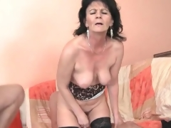 Young dudes fuck slutty mature chick in 3some