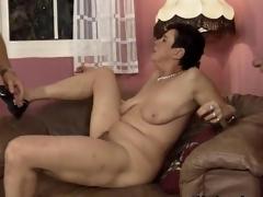 Dirty mature slut gets horny sucking segment